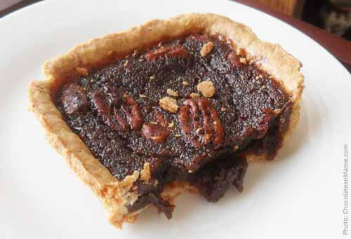 Trader Joe's Chocolate Pecan Pie Bar Review | Chocolate en Masse (chocolateenmasse.com)